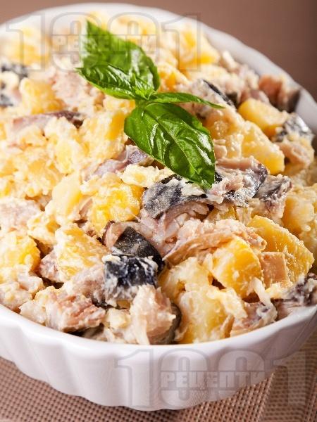Картофена салата с пушена скумрия, майонеза и лимонов сок (без лук) - снимка на рецептата